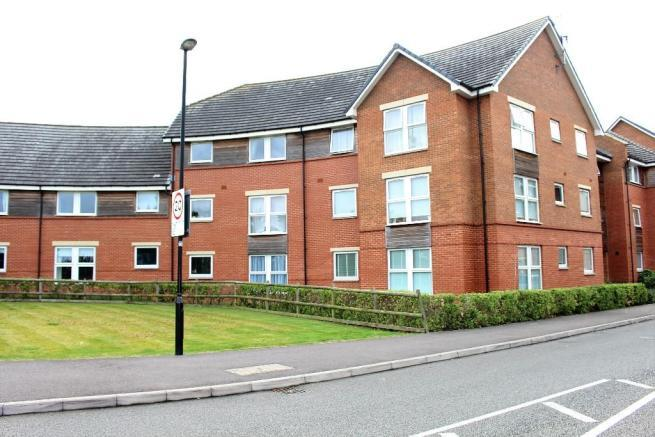 2 Bedrooms Flat for sale in Chain Court, Swindon